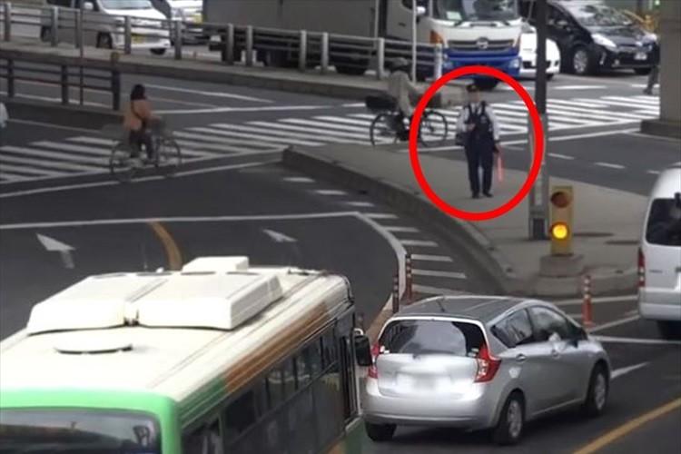 【動画】「これが本来のあるべき姿だ」交通違反を未然に防いだ警察官に称賛の声