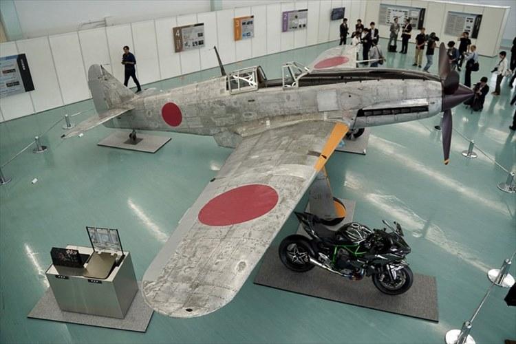 現存するのは1機のみ 旧陸軍の三式戦闘機「飛燕」を川崎重工業が復元し公開!
