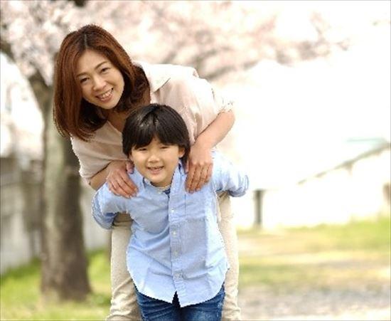 mom_01_550