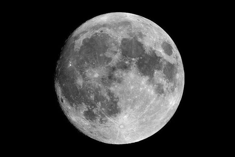 2016年はハロウィンの日に起こる…珍しい天文現象「ブラックムーン」が神秘的!