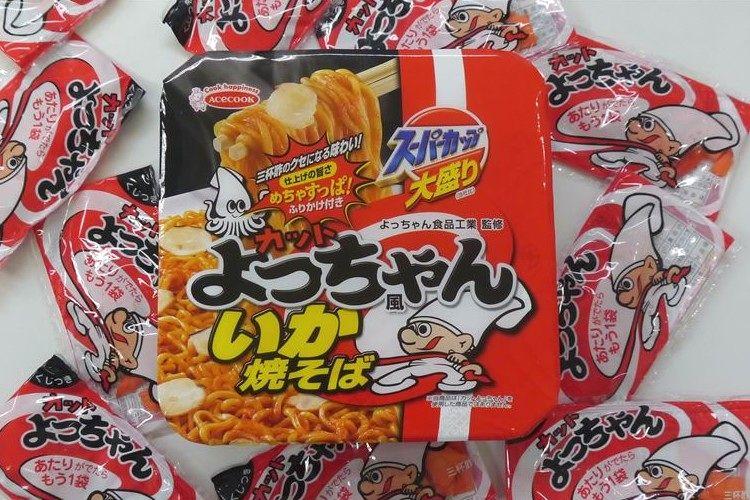 """よっちゃんが焼きそばに!駄菓子の""""よっちゃんイカ""""をさらに足してみたら美味しいのか!?"""