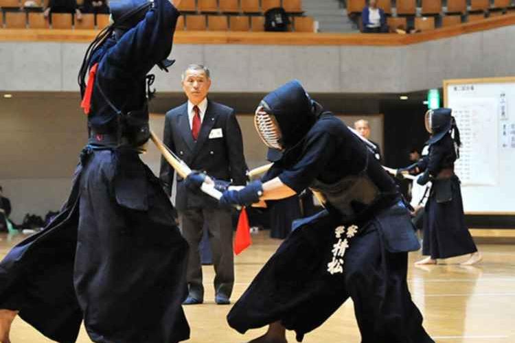 無気力試合!?剣道の達人同志の試合がまさに異空間の攻防