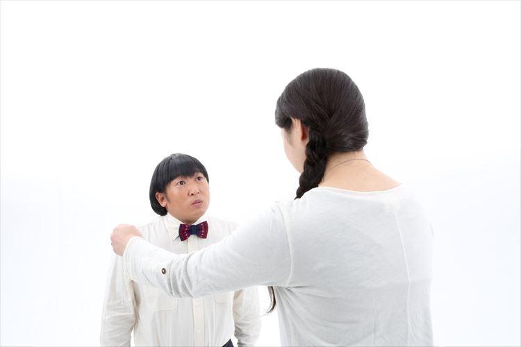 """ついに子役にまでなっちゃったよ!""""架空のクリエイター""""に扮するロバート秋山はやっぱり天才!"""