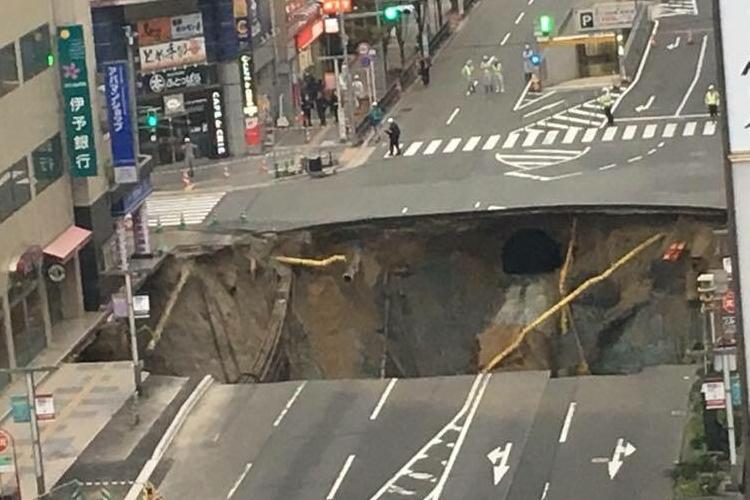 わずか3日で!作業員の奮闘、博多駅前陥没を埋め戻し完了させる