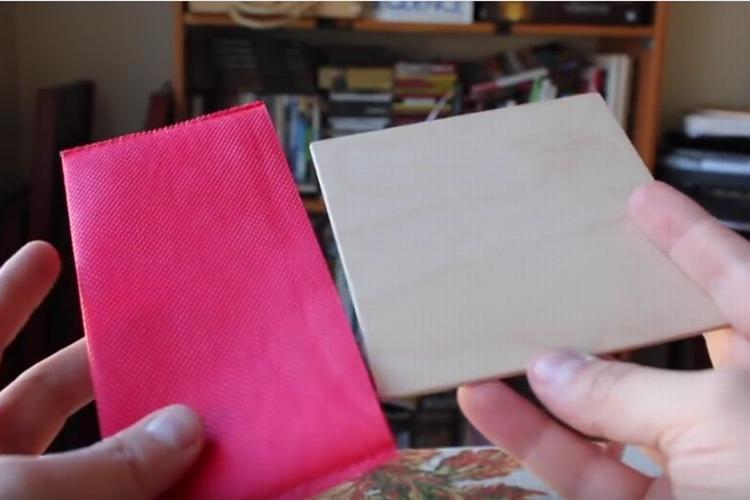絶対に無理!?長方形の袋に正方形の板を入れるパズルに目からウロコ