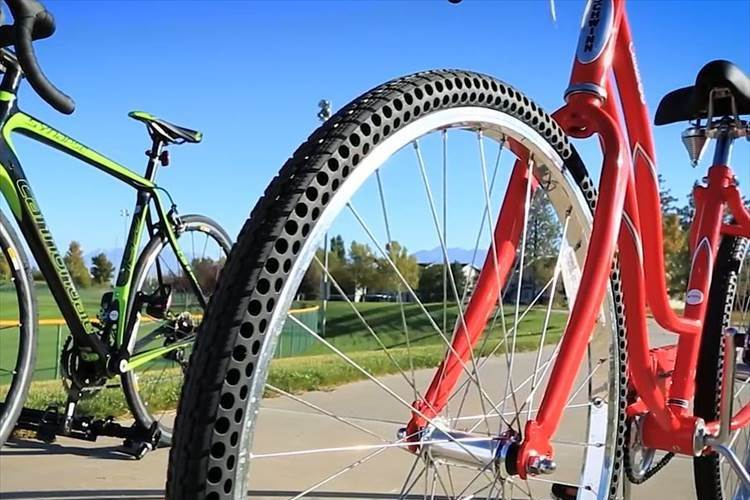 """【革命的】""""絶対パンクしない自転車のタイヤ""""が開発されて話題に! 製品化へ期待が高まる!"""
