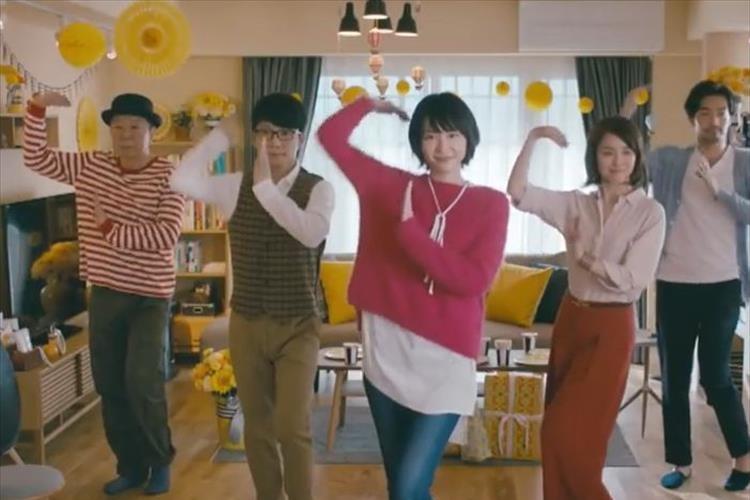 「逃げ恥」の恋ダンスに「ホット!ホット!」のあの人がついに参加!? 多くのファンがざわつく