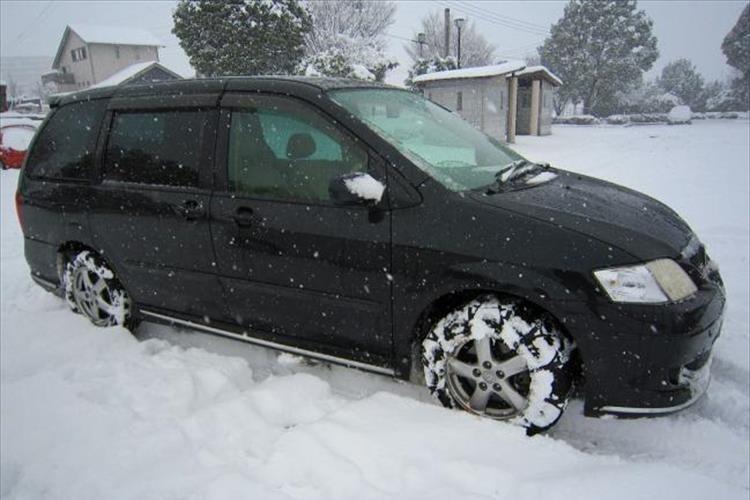 国土交通省「雪で立ち往生の車には罰金を検討」チェーン装着を促す狙いに賛否の声