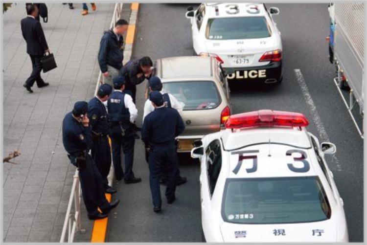 警察官が職務質問のときにウソをつく?実務書に書かれている内容が話題に!