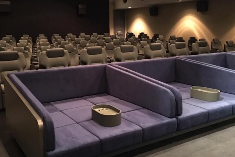 映画館で自宅のようにくつろげるBOXシートがヤバい!快適すぎて寝てしまう!?