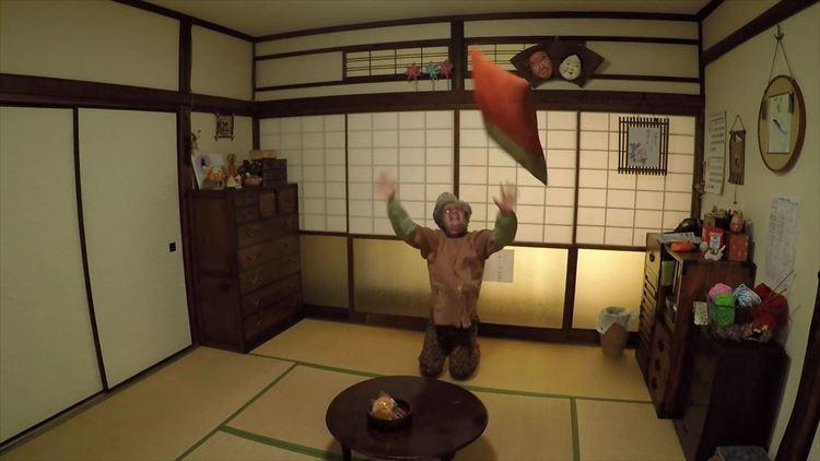 【不思議映像】孫の誕生日を忘れていたおばあちゃんがショックすぎてバク転した!!