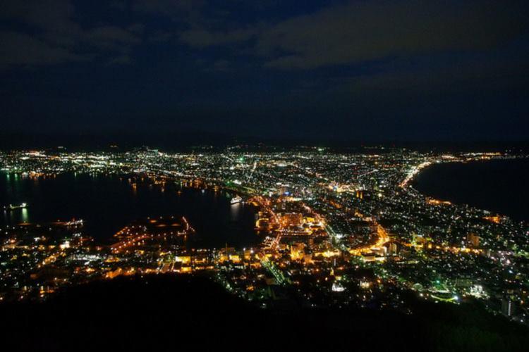 """北海道のデカさに驚愕!函館の夜景の""""幅の狭い部分""""はアソコではなかった!"""