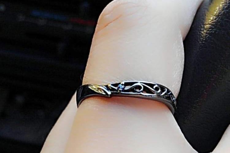 結婚指輪を毎年更新制にした夫婦。1万円×2人×60年後=120万円がとても素敵なアイディア