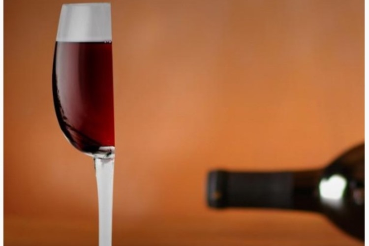 それじゃない感がすごい!ワインをハーフサイズでお願いしたらこのグラスで持ってこられたら。。。