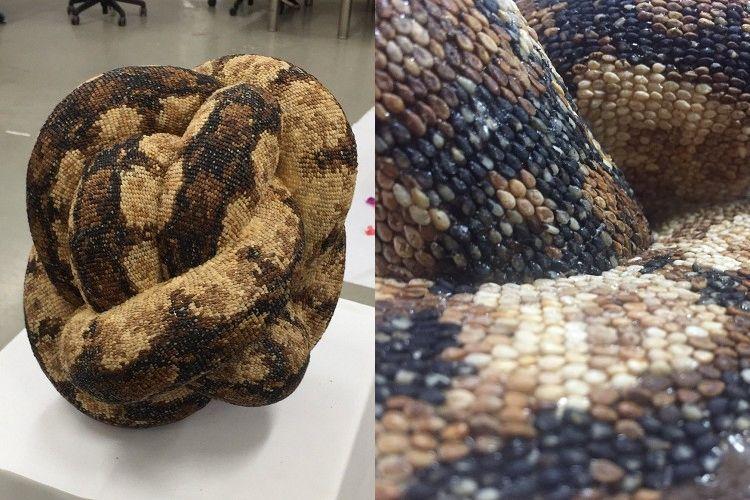 二度びっくり!ヘビをモチーフに制作したオブジェ、よく見ると身近なもので出来ていた