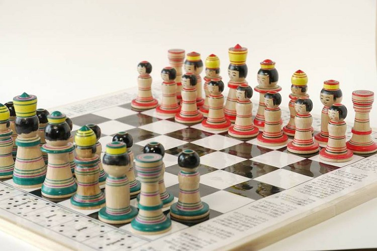 駒はこけしでルールはチェス!?青森の高校生が考案した『こけス』がカワイイ!