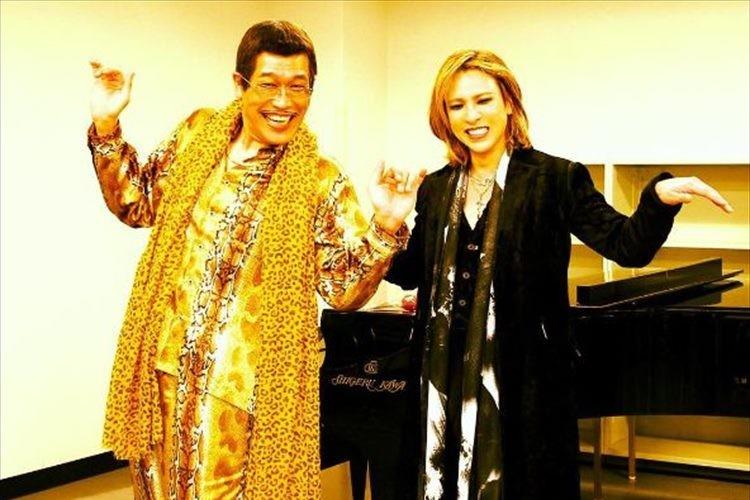 YOSHIKIがピコ太郎とのツーショットを公開! 手が小鳥みたいで可愛いとファンの声