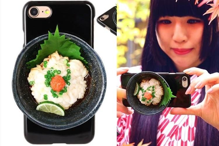 """異次元の発想 """"白子ポン酢""""がのったiPhone7ケースが登場! 装着したまま撮影も可"""