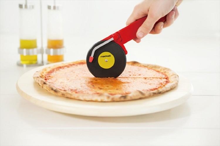 """""""ターンテーブル型のピザカッター""""でパーティーがもっと楽しくなりそう♪"""
