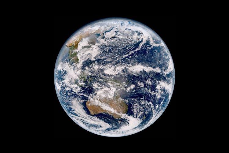 ついに初公開!「ひまわり9号」が初めて撮った地球の姿に感動の声