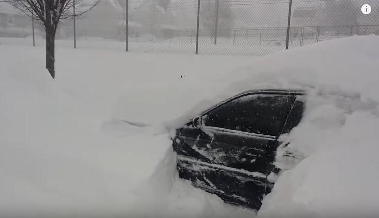 外国人「さすがスバルだぜ!」雪に埋もれた状態から脱出するスバル車に絶賛の声