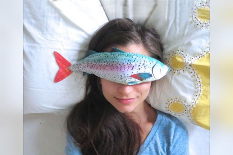 目が疲れたら魚が癒してくれる!?ラベンダーの香りがするカラフルな魚のアイマスクが可愛すぎ!
