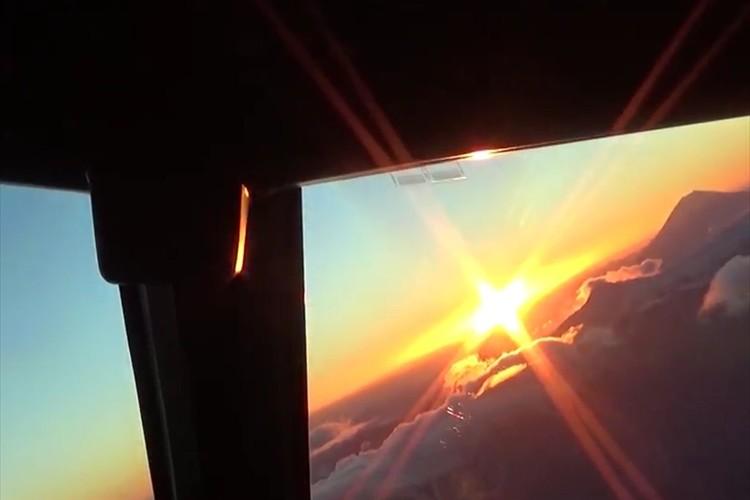 """ANAが""""初日の出フライト""""のタイムラプス動画を公開! コックピットからの眺めに感動"""