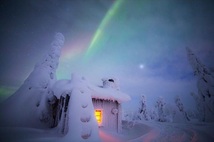 """オーロラは年間200晩観測 フィンランド・ラップランドの日常…まるで""""おとぎ話の世界""""だと話題に!"""