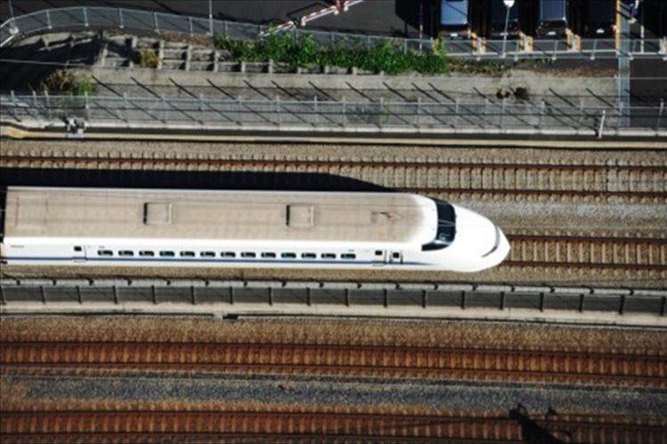 """「なんだか凄そうだぞ」""""新幹線とクルマが併走する橋""""が計画中…風圧とか大丈夫!?"""
