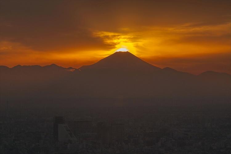 富士山の山頂に太陽が重なる「ダイヤモンド富士」が神秘的! 見られるのは1年間で数日のみ