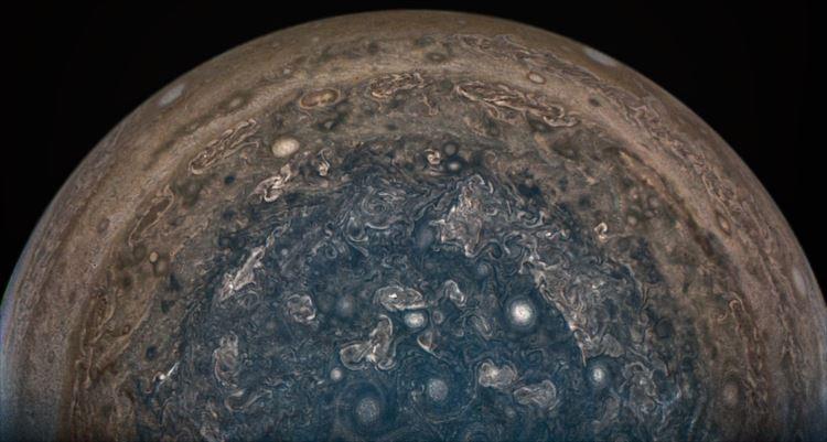 NASAが公開した木星探査機ジュノーから送られてきた高精細画像が美しい