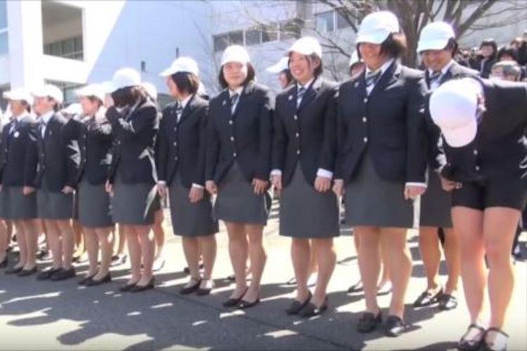 卒業式で女子が全員スカートをまくり上げる!?競輪学校はやっぱりスゴい!