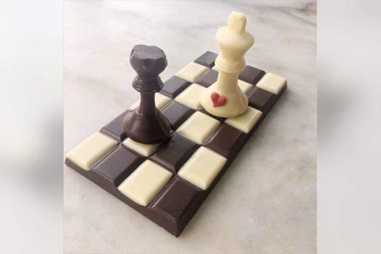 バレンタインだからこそインパクトを!苦みと甘さを味わえるチェス型チョコレートが可愛い