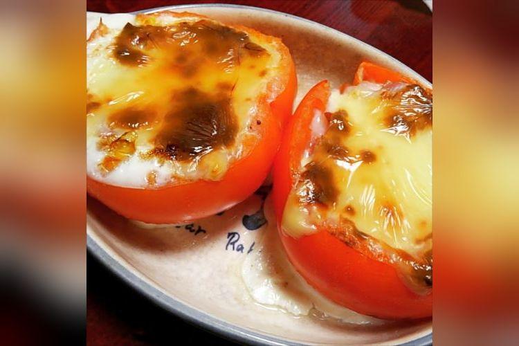 アツアツとろ~り…絶対美味しい「よくばりトマトのチーズ詰め」の作り方が話題に