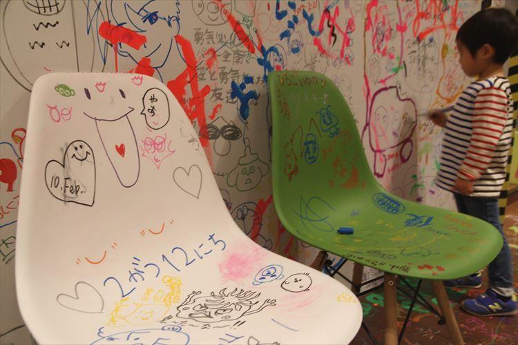 店内いたる所に落書きが!期間限定でオープンした「ぺんてる」のカフェ&バーに行ってみた