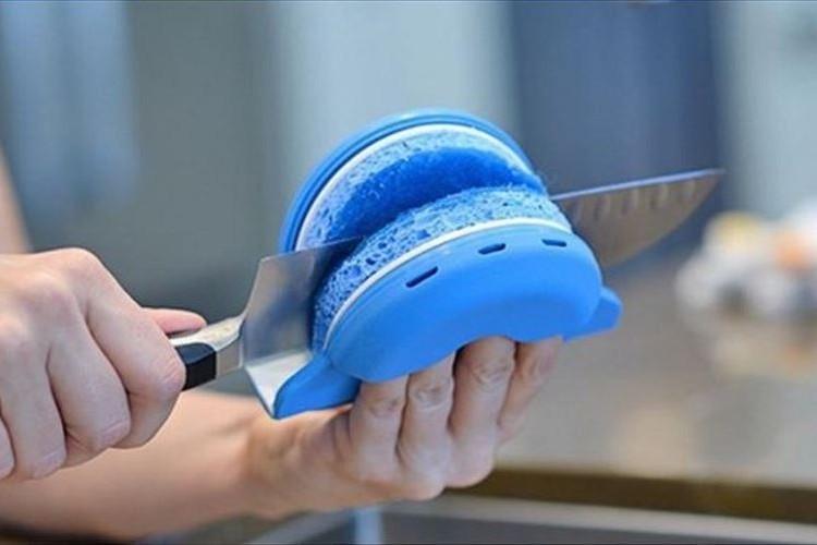 洗い物でのケガを回避できそう!海外で販売中の「刃物用スポンジ」が超便利!