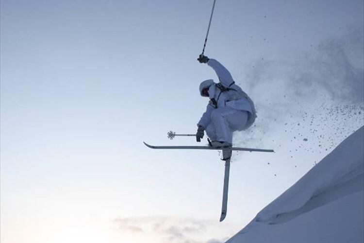 雪原の中、風の如く…陸上自衛隊のスキー訓練に「これは惚れる」「忍者みたい」と多くの反響