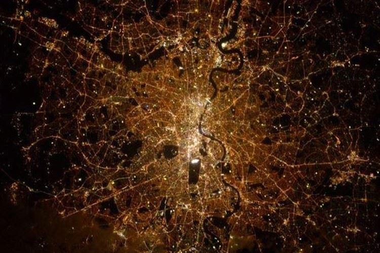 【JAXAが出題 全3問】宇宙から撮影した世界の夜景…どこの都市か分かりますか?