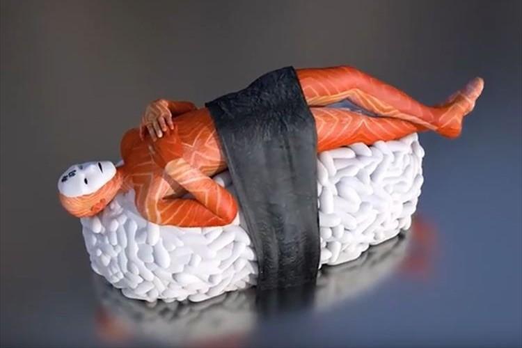 僕らは何を思えばいいのだろうか…クルクル回転する寿司アートがシュールすぎる