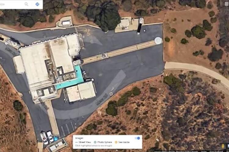 グーグルアース上でNASAの敷地内にUFO発見!? 円盤のような謎の物体が話題に!