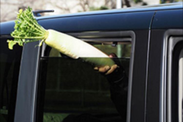 「大根がばっさり切れるんです」JAFが教える車のパワーウインドーの危険性