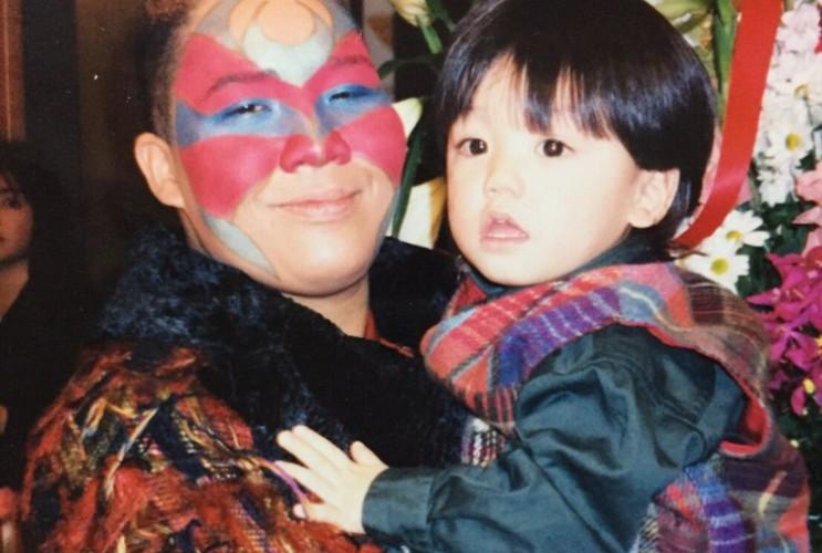 20年前にアジャコング選手に抱っこしてもらった少年がプロレスラーになって再び...
