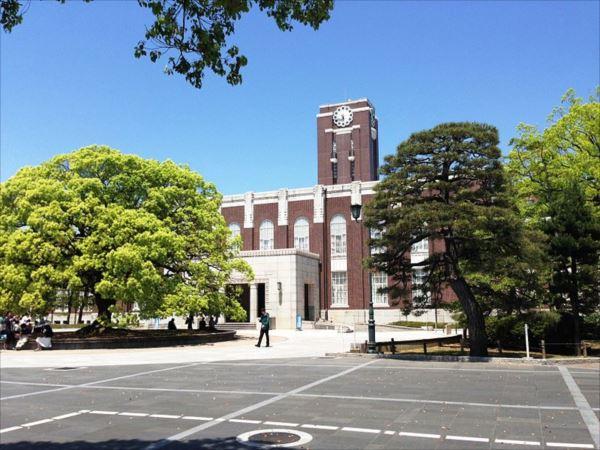 Kyoto_University_Clock_Tower_R