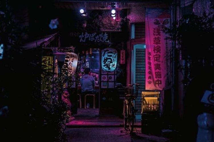 """新宿・渋谷・赤坂・浅草など…海外の写真家が撮影した""""真夜中の東京""""の写真に惹かれる"""