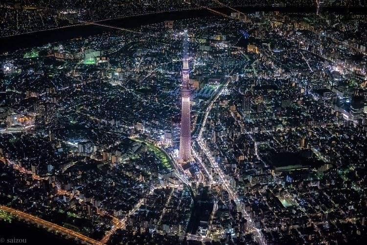 燦々と輝く街、動脈のように走る車の流れ…セスナから撮影した東京が素敵