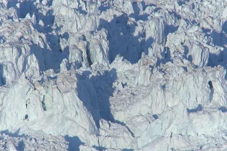 【動画】マンハッタンの面積を超える広さ…観測史上最大規模の氷河崩落の瞬間