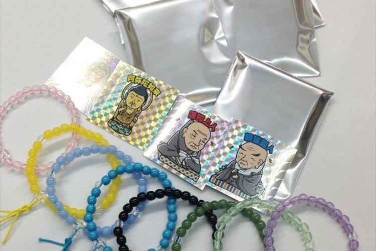 まるでビックリマンシールみたい!? 京都の仏具法衣店開発「仏様のシール」が話題に!