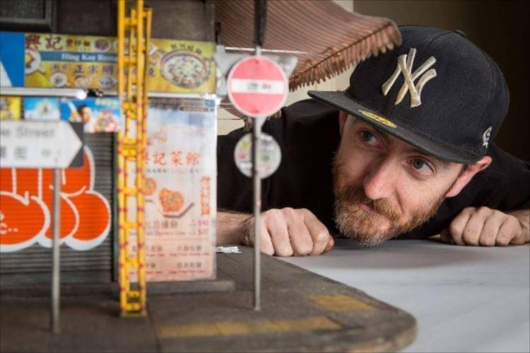 九龍の雑居ビルをリアルに再現したミニチュアアーティストがすごい!