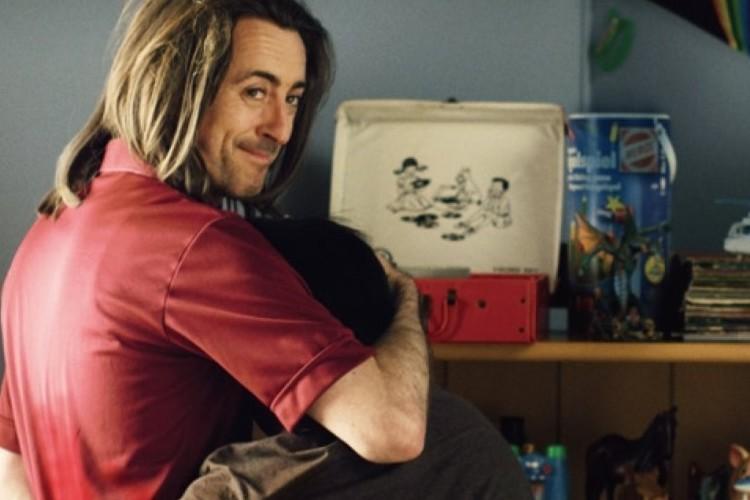 全国初の男性カップルが里親に。ネット上では幸せを願う声が