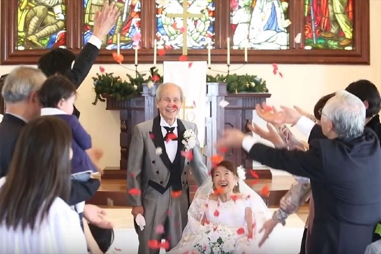 【感動】「92歳の花嫁」戦争の為結婚式を挙げられなかった祖母に結婚式をプレゼント